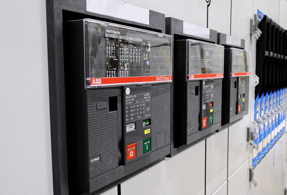 Etichette resinate per quadri elettrici